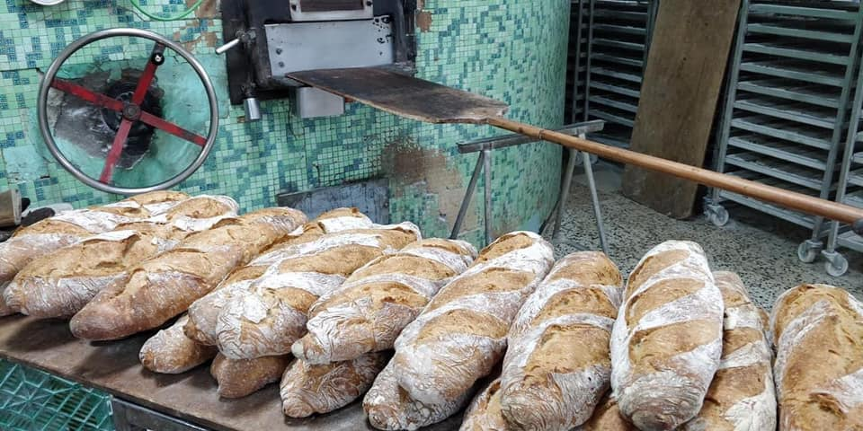 Pan antiguo natural en horno