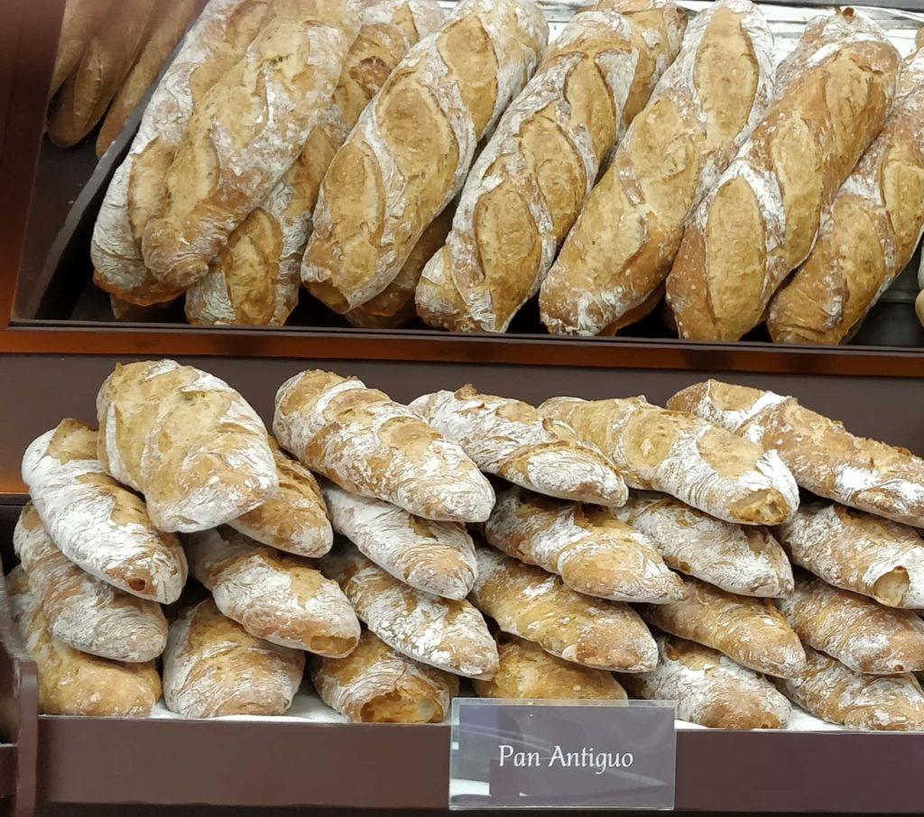 bodega con pan antiguo