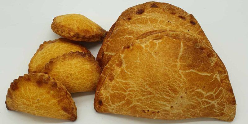 Empanada tradicional y empanada mini